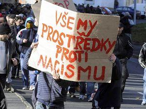 Romové z litvínovské čtvrti Janov protestovali 17. listopadu v místě svého bydliště proti chystané demonstraci pravicových extremistů.